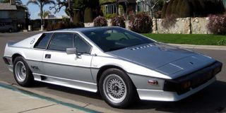 1985_Lotus_Esprit_Turbo_Front_1
